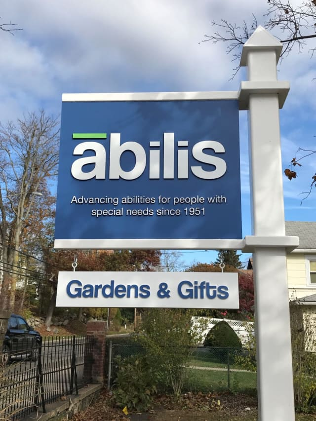 Abilis Gardens Gifts sign